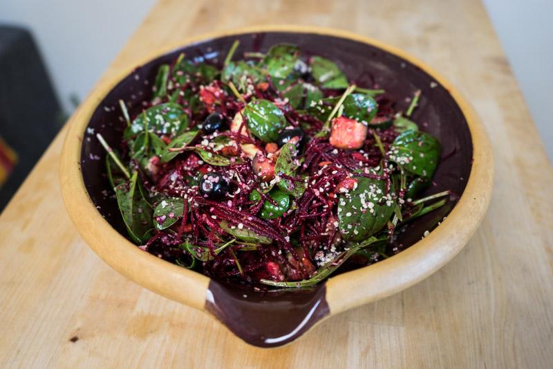 Rødbede- og spinatsalat med hampefrø-9214