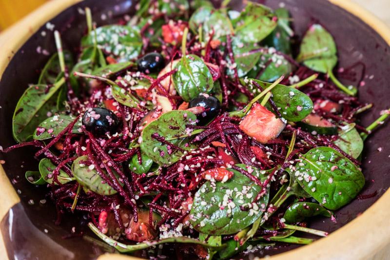 Rødbede- og spinatsalat med hampefrø-9219
