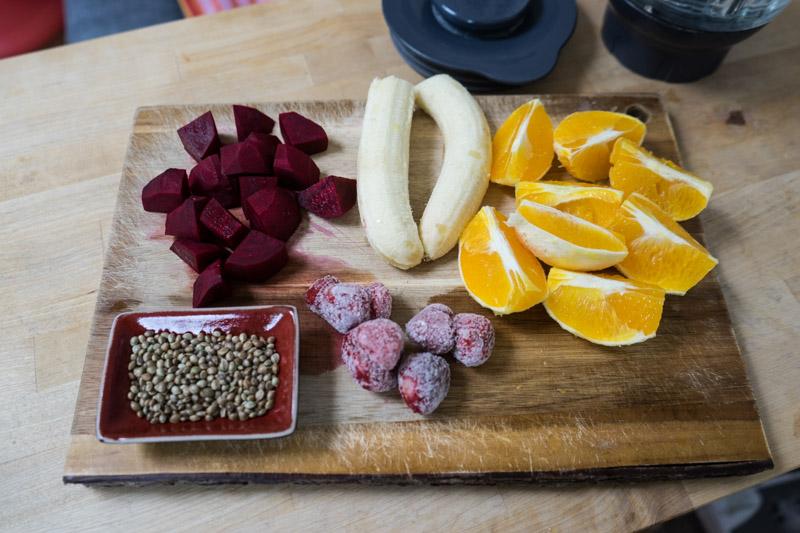 Rødbede-smoothie med appelsin og jordbær-2758
