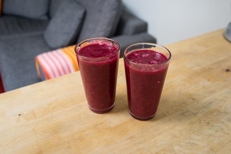 Rødbede-smoothie med appelsin og jordbær-2774