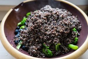 Sort quinoa-salat med appelsin og blåbær-2784