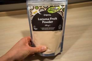 Budding med lucumapulver og hindbær coulis -3440