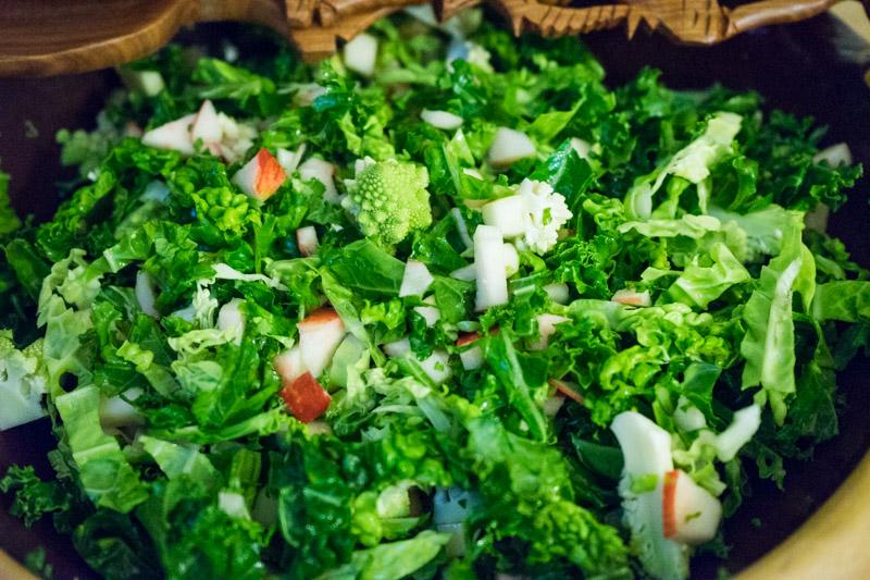 Grøn kålsalat med æble-3417