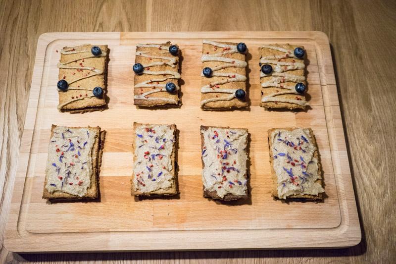 Glutenfrie og veganske blåbærsnitter-4804