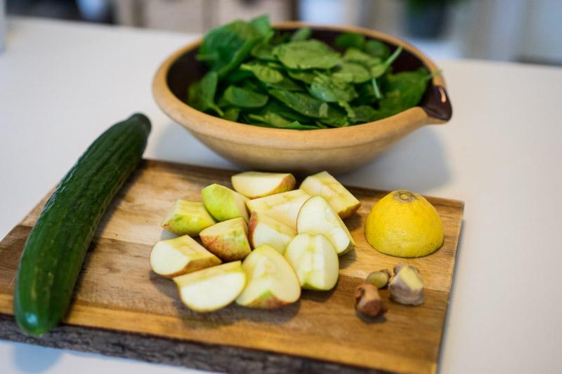 Spinatjuice med citron, ingefær og gurkemeje-5320