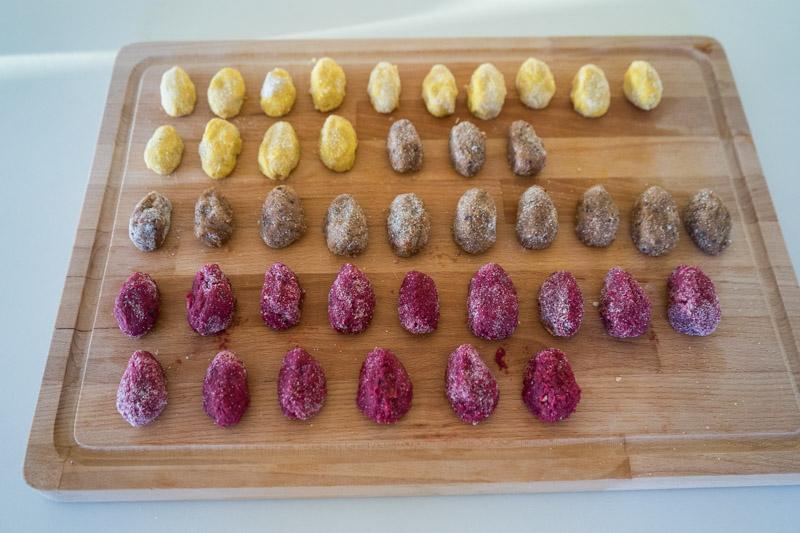 Veganske påskeæg med gurkemeje, lakrids og rødbede-5431