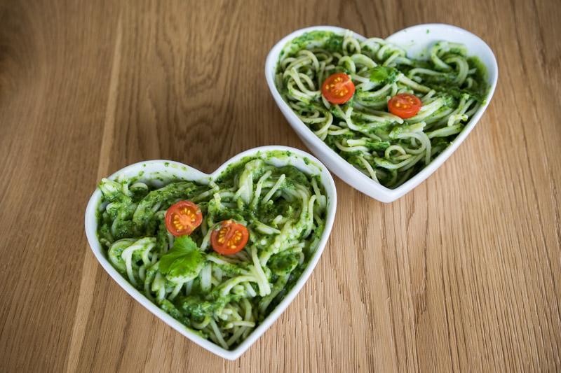 Quinoa-spaghetti med cremet grøn guacamole-5640