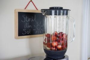 Sund is med jordbær og hyldeblomster-6477