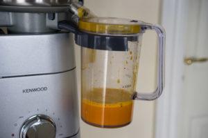 efteraarsjuice-med-graeskar-8385