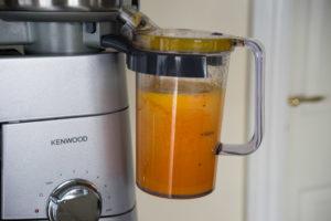 efteraarsjuice-med-graeskar-8386