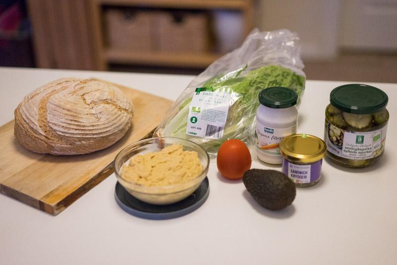 Glutenfri sandwich med hummus og avocado