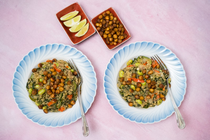 One pot quinoagryde med ristede kikærter